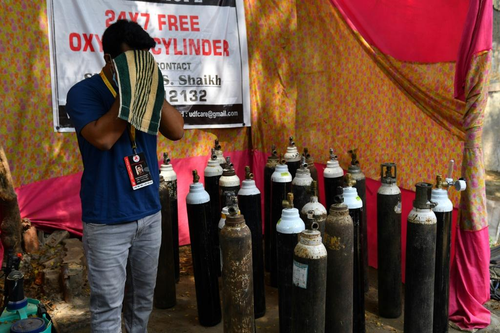 In the slums of Mumbai, Shahnawaz Shaikh has provided free oxygen to thousands of people