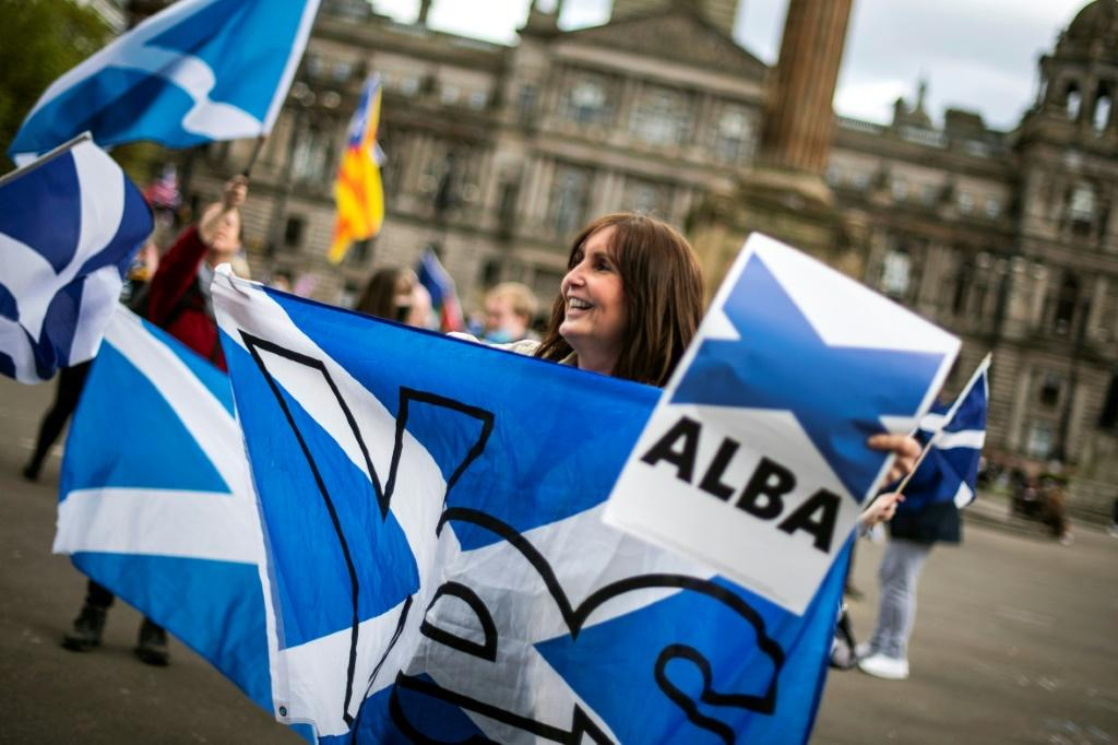Recent polls suggest Alba has growing support