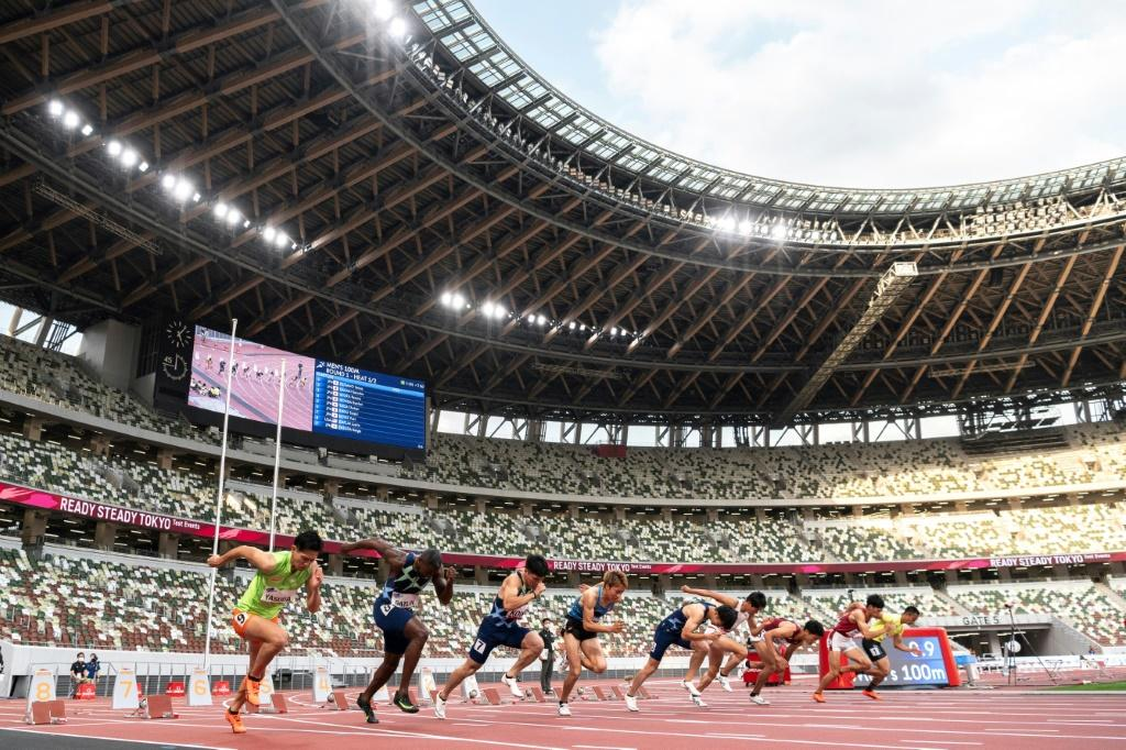 American sprinter Justin Gatlin (2nd L) took part in an athletics test event in Tokyo at the weekend