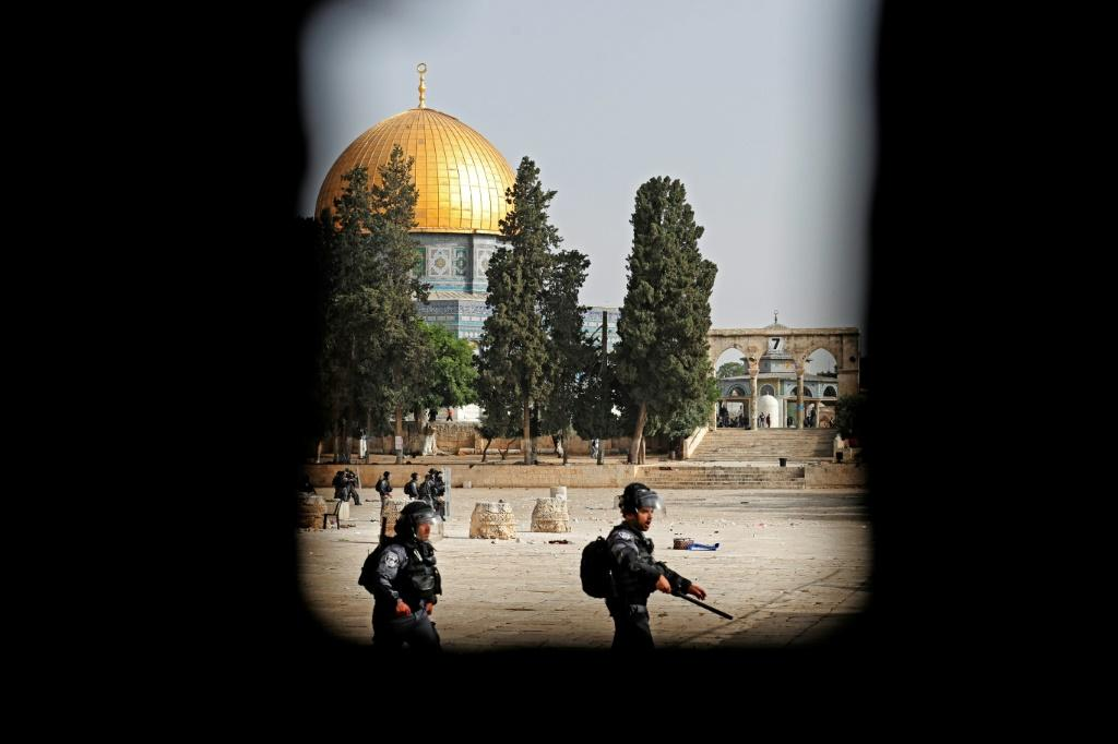 Israeli security forces deploy amid clashes with Palestinians at Jerusalem's Al-Aqsa mosque compound on May 10