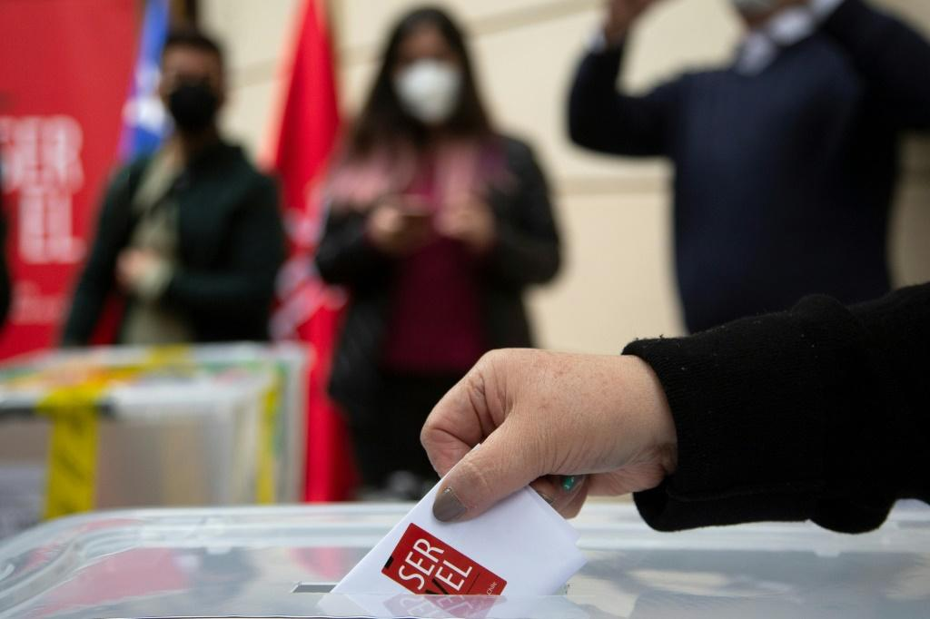Analysts say the election will be a battle between candidates from leftist parties and rightist ones, with independents not expected to draw meaningful support
