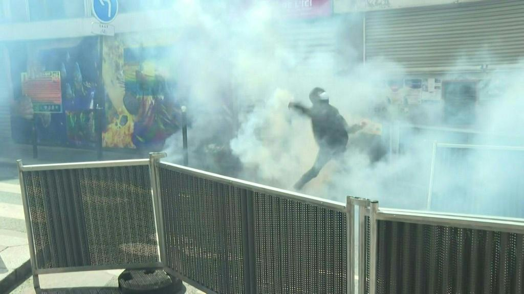 Police attempt to break up pro-Palestinian demonstration in Paris