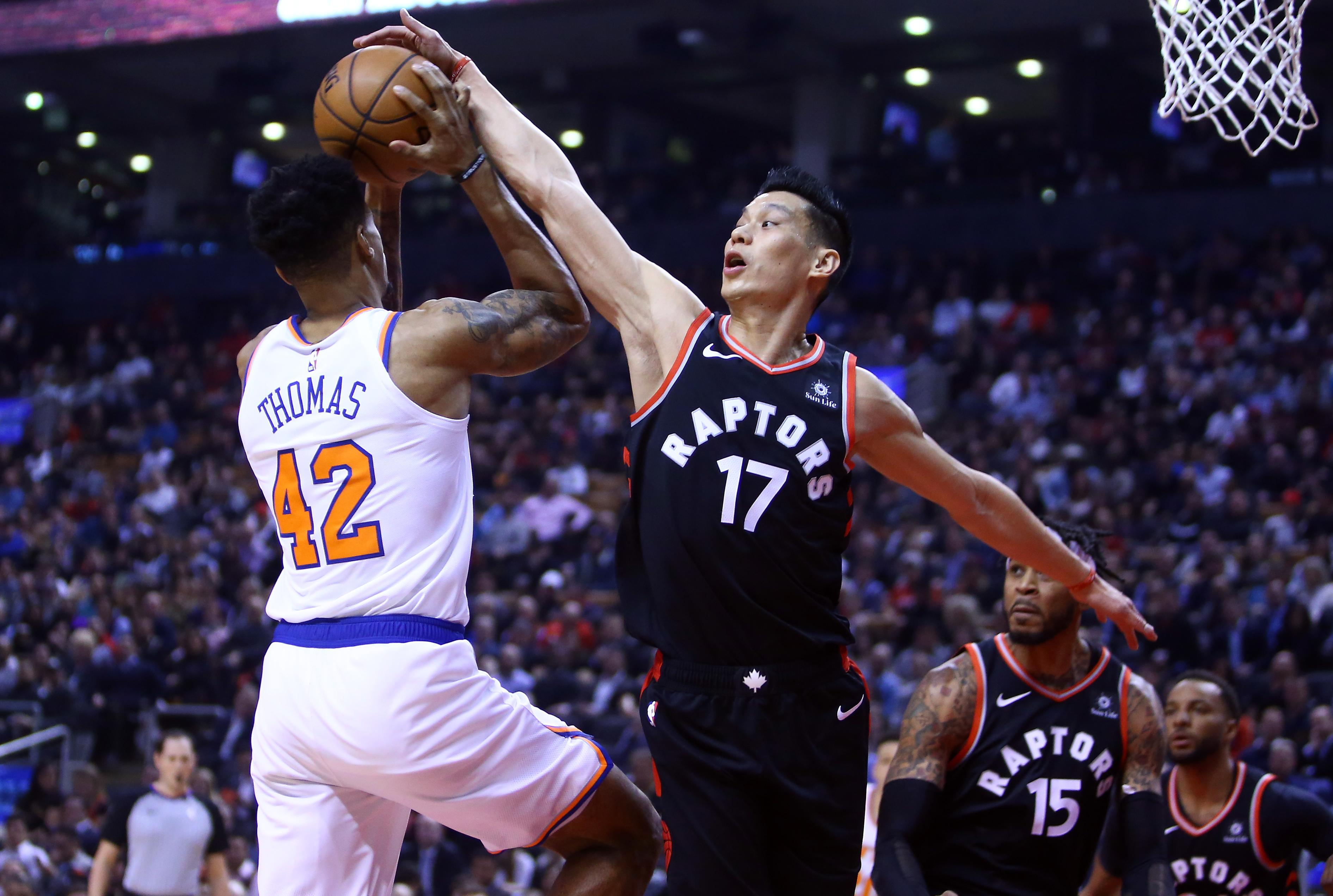 Lance Thomas #42 of the New York Knicks shoots the ball as Jeremy Lin #17 of the Toronto Raptors