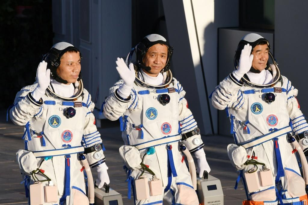 Nie Haisheng (centre), Liu Boming (right) and Tang Hongbo (left) blasted off in June