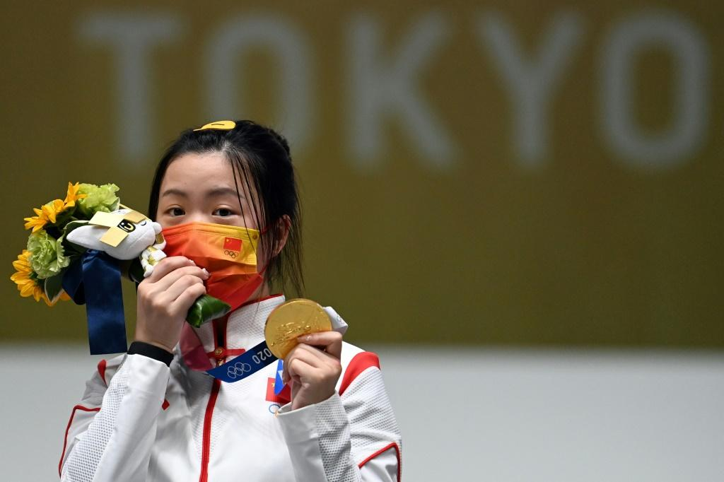 China's Yang Qian celebrates after winning the women's 10m air rifle competition at the 2020 Olympics