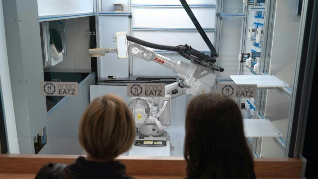 Kitchen robot in Riga cooks up new future for fast food