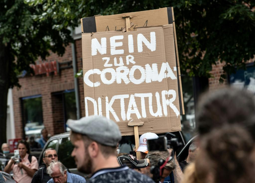 'No to the corona dictatorship': Thousands stage anti-lockdown protest in Berlin