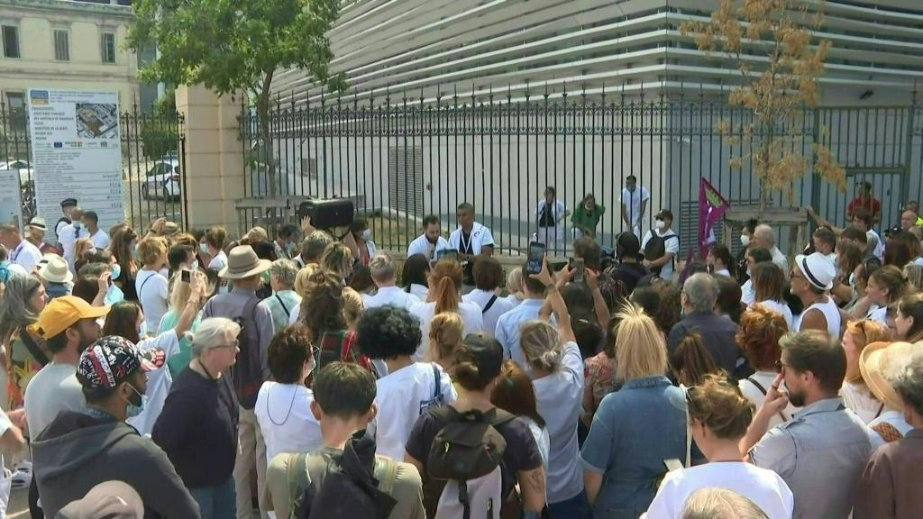 French healthcare workers protest mandatory vaccination