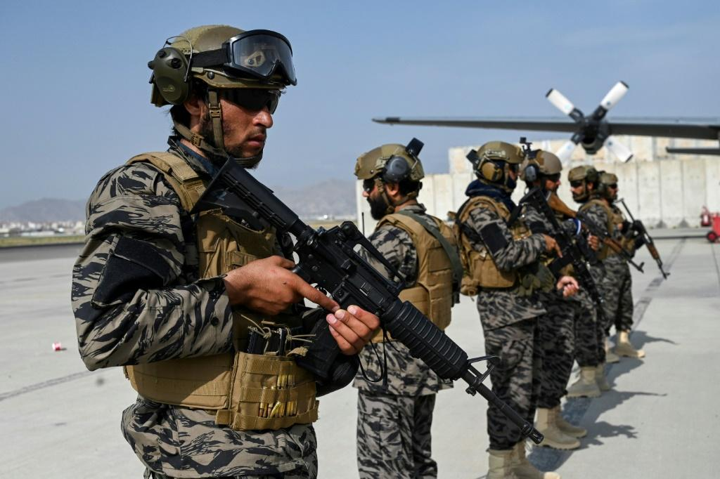 Taliban troops at Kabul airport: Will China or Russia see the Taliban's seizure of power in Afghanistan as a sign of the weakness of the United States?
