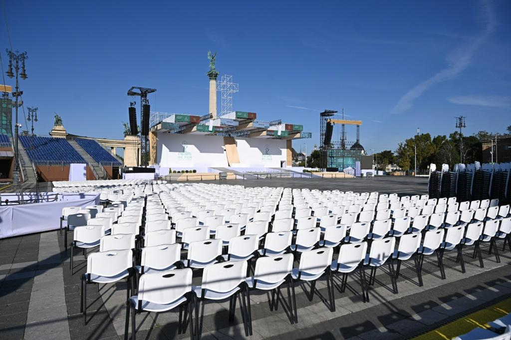 Rounding off his stay the pope will celebrate an open-air mass on Heroes square in Budapest