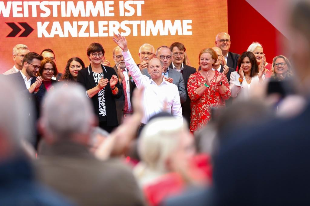 Finance Minister and the Social Democratic Party's candidate, Olaf Scholz, (C) has sold himself as the 'continuity candiate'