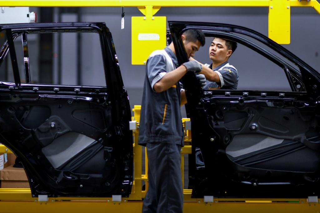 The pandemic has not only hit Vietnam's textile industry but is also threatening car companies