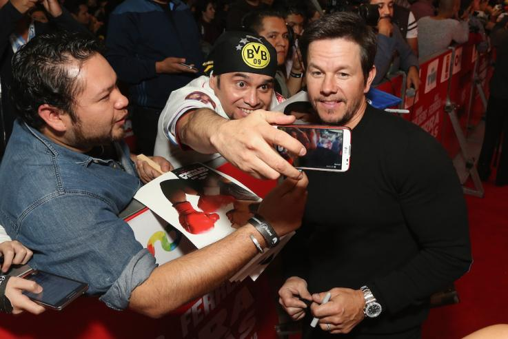 Hi Mark Wahlberg! Up Next: A Movie Star Shows Us How It's Really Done #Goals