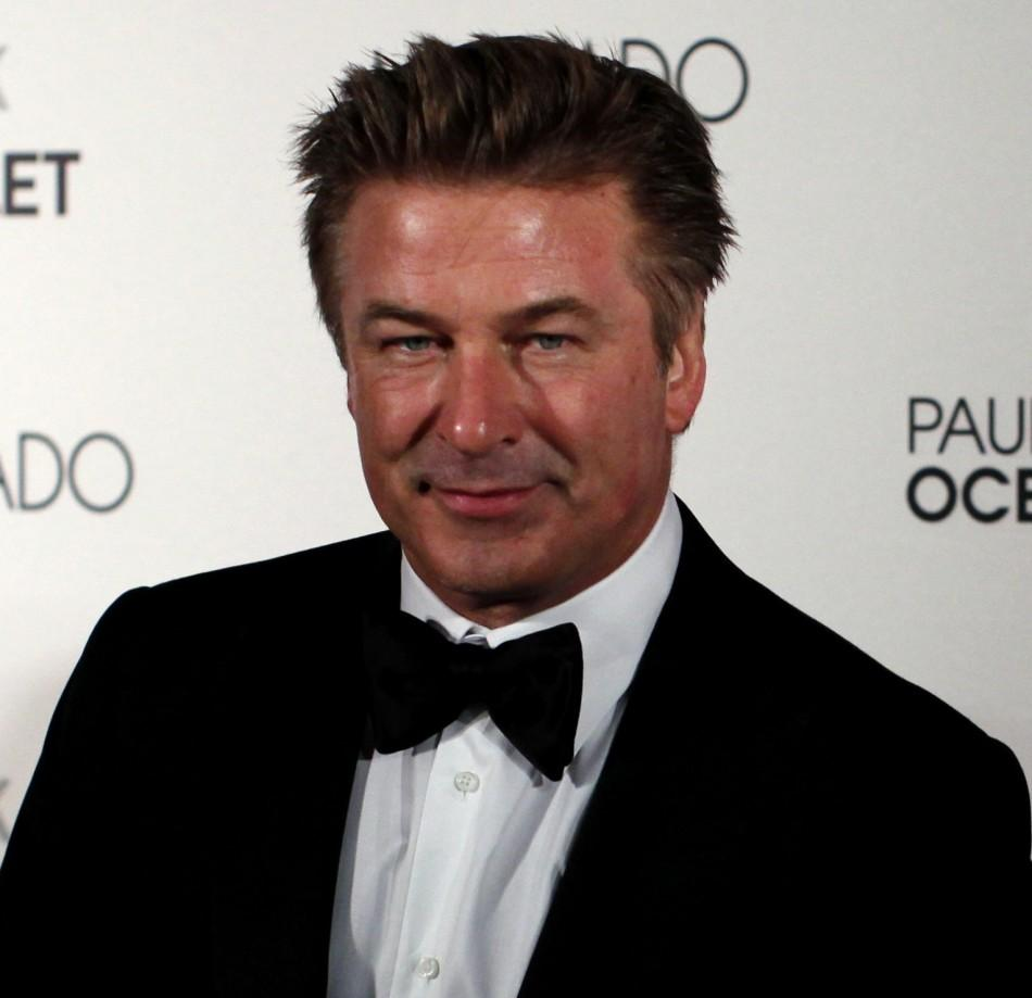 images American Airlines Gives Alec Baldwin the Boot