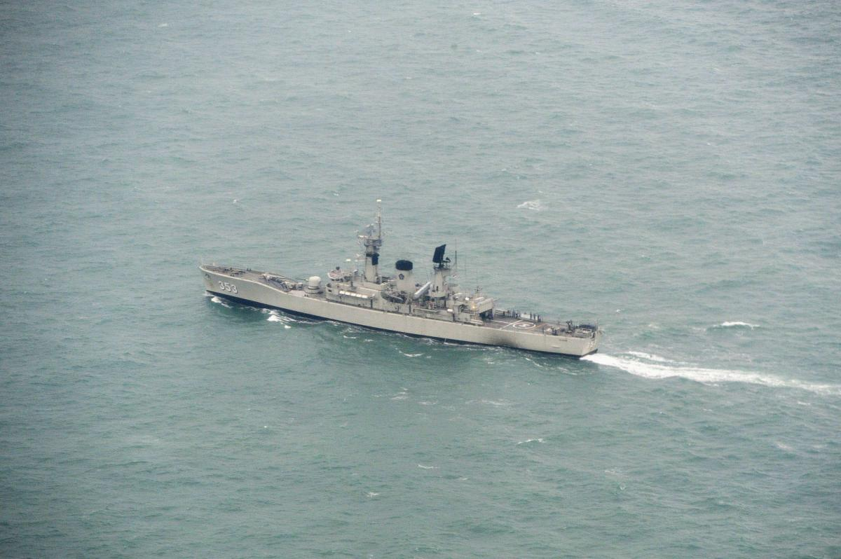 AirAsia Flight 8501: Mystery Grows Over Plane's Last Moments As Body Found Wearing Life Jacket