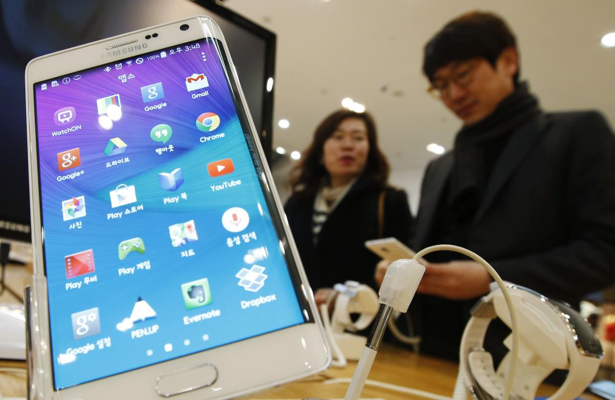 Will There Be One Samsung Galaxy S6 Or Two? Evidence Suggests Flat And Curved Display Versions