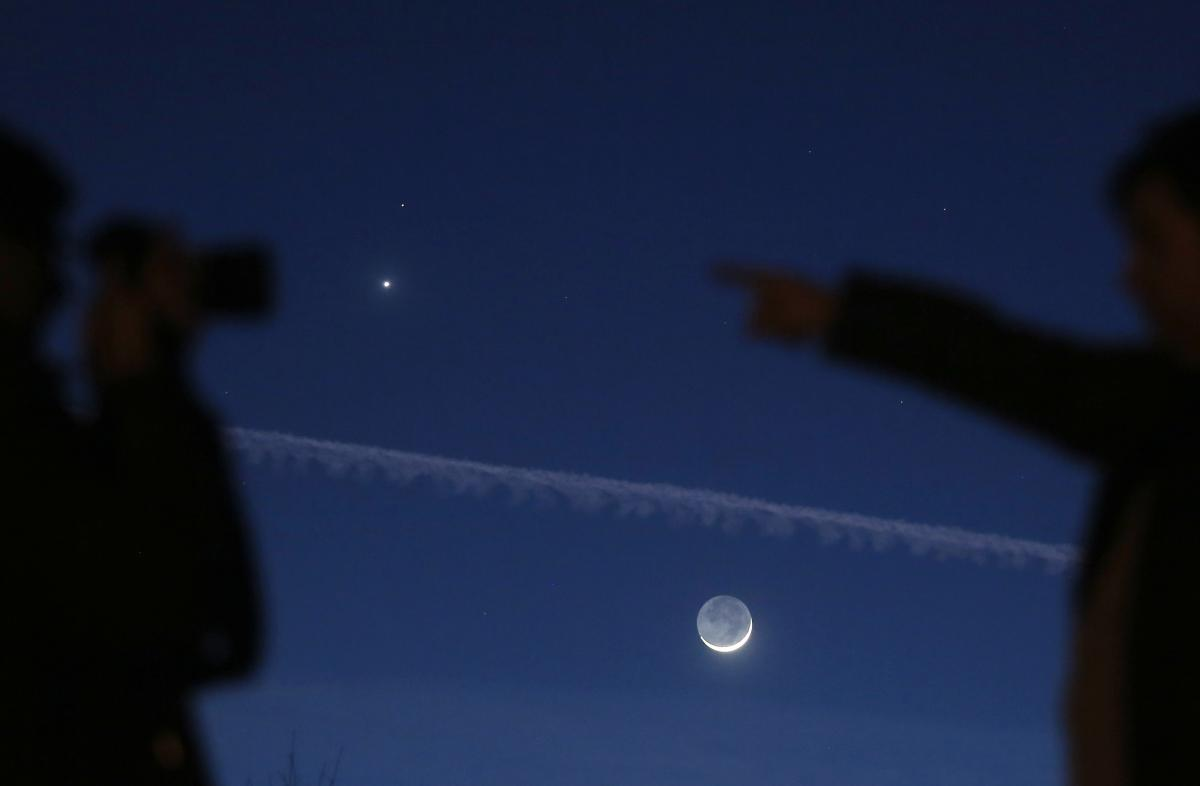 Venus And Mars: Planets' Dance Visible Next To Crescent Moon In Friday, Saturday Night Sky [PHOTOS]