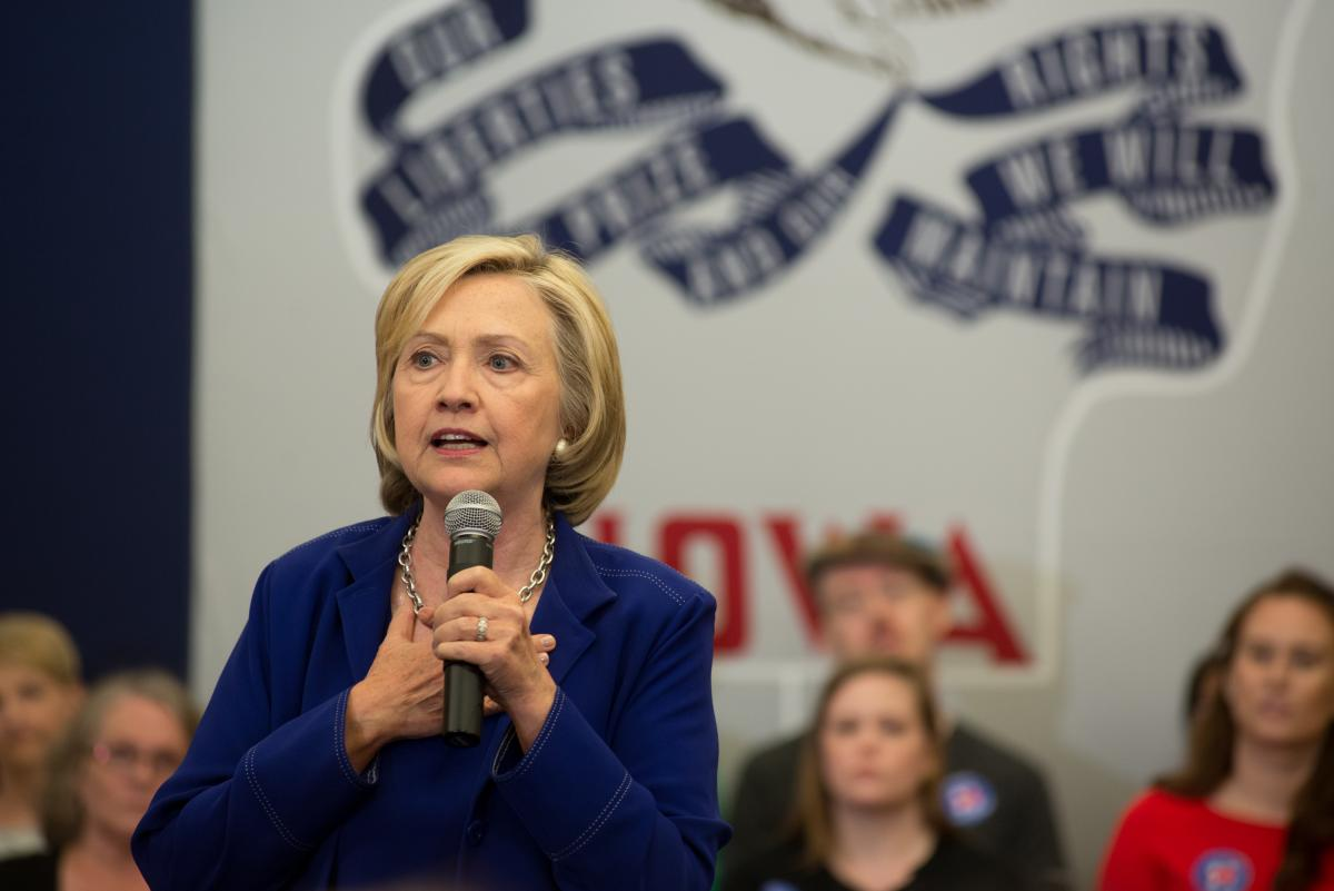 Hillary Clinton's Economic Agenda To Focus On Boosting Middle Class Income: Reports