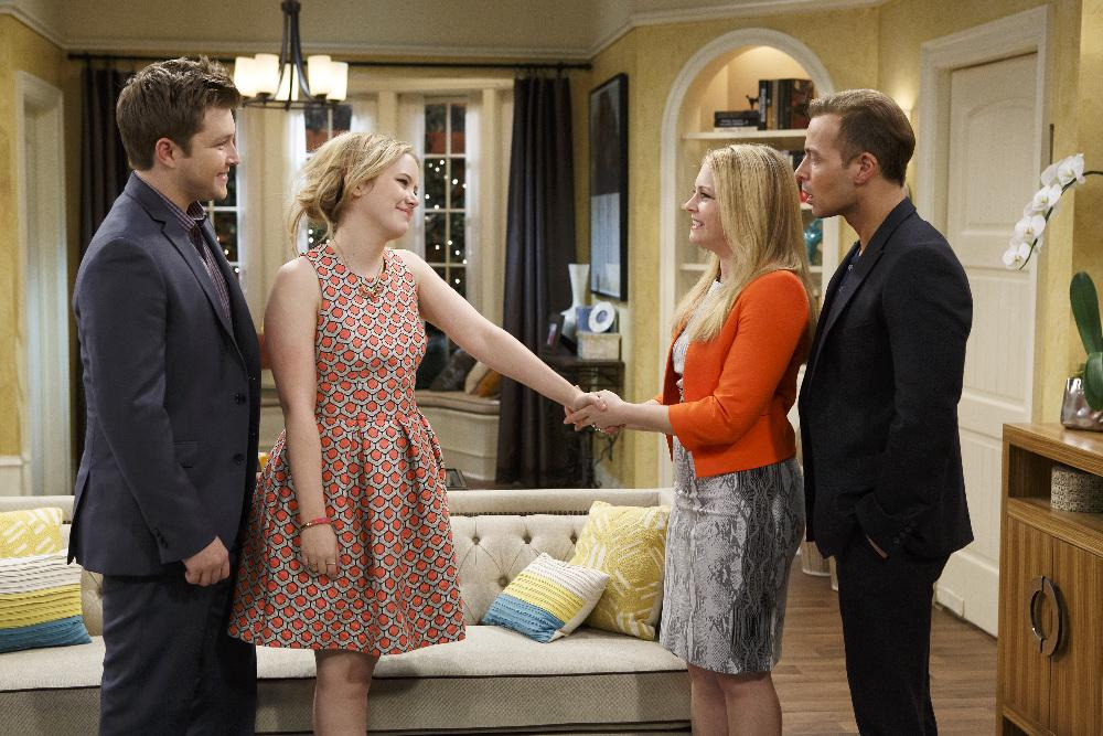 Does melissa and joey ever hook up