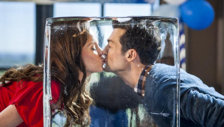 Ice Sculpture Christmas.Ice Sculpture Christmas Star Rachel Boston Talks About Her