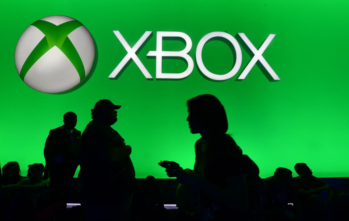 Hackers Threaten To Bring Down Xbox Live And PSN At Christmas, Again