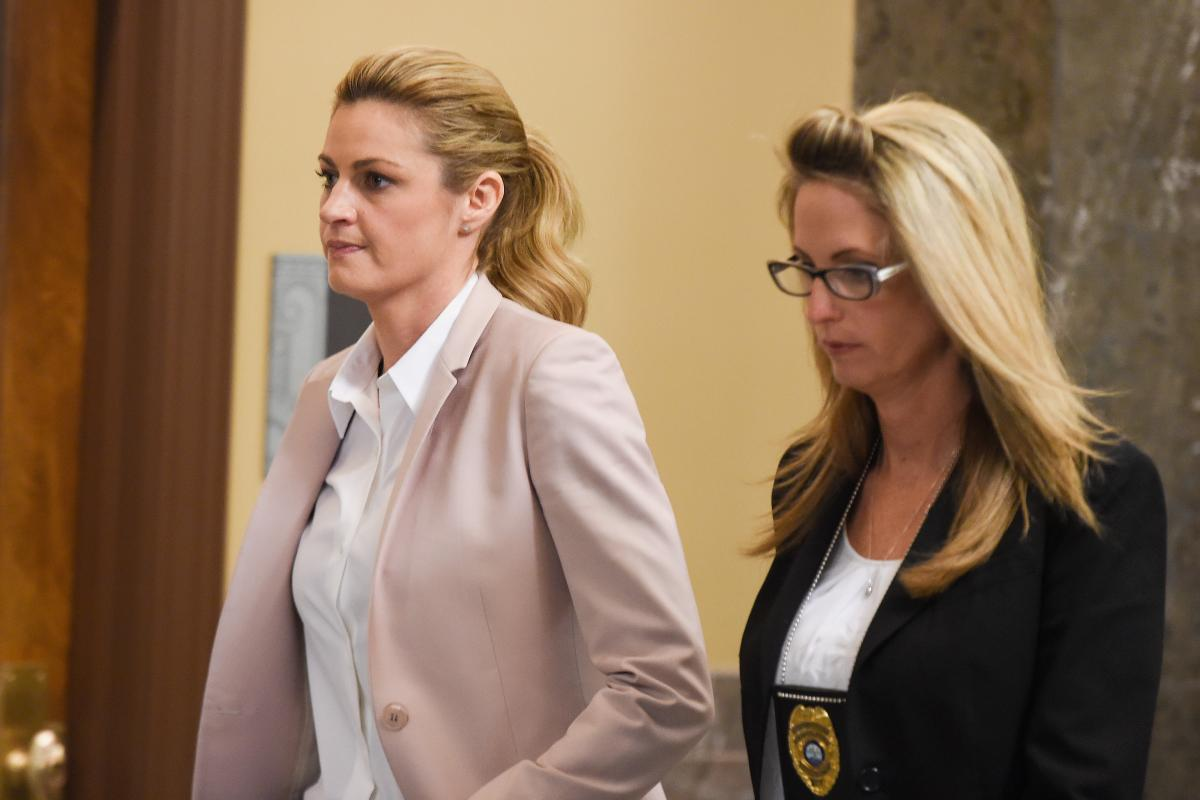 Erin Andrews and Female Reporters on Job Safety | Glamour
