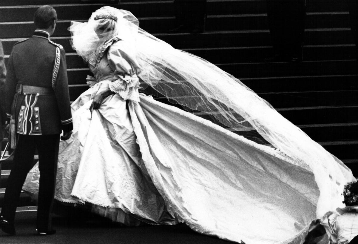 Princess Diana\'s Iconic Gowns To Go Under The Hammer, Likely To ...