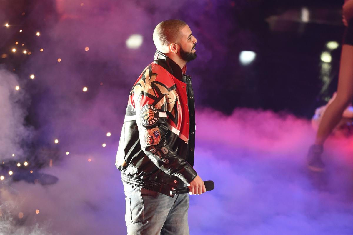 Drake-Eminem Feud Update: Only Ghostwriters Can Help Drizzy From Winning Rap Battle, Report Claims