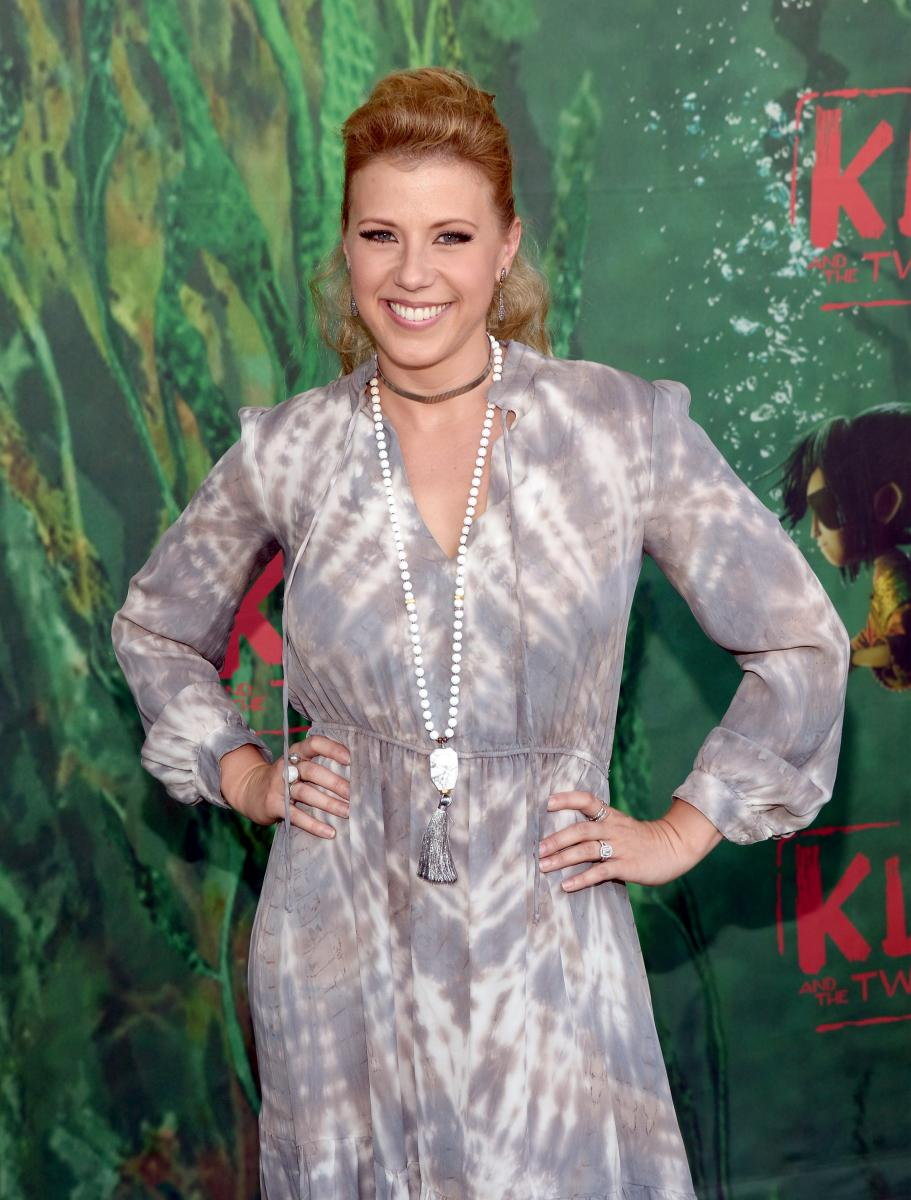 'Fuller House' Season 2 Spoilers: Are The Olsen Twins Making A Cameo? Jodie Sweetin Weighs In