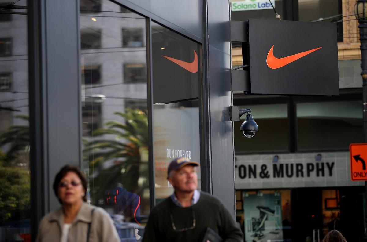 Cheap Nike Sneakers Online 2016: Where To Buy Discounted Shoes