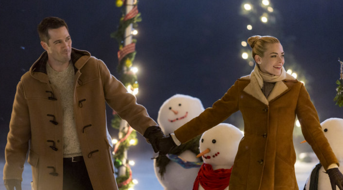 Thanksgiving Weekend TV Schedule 2016: Over 70 Christmas Movies & Shows To Watch [Full List]