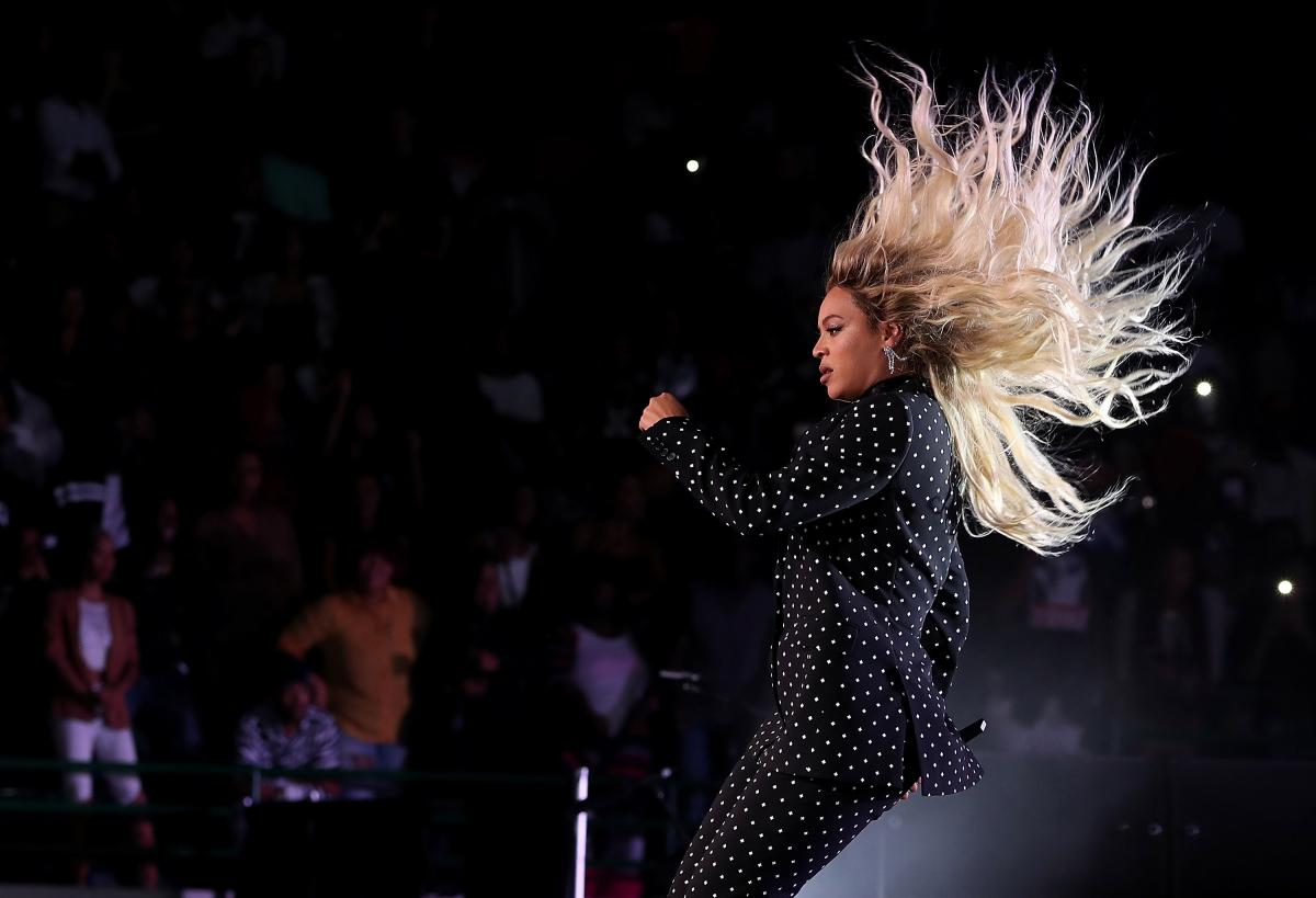 Grammy Awards 2017 Performers: Complete List Includes Beyoncé, Adele, Chance The Rapper, Lady Gaga And More
