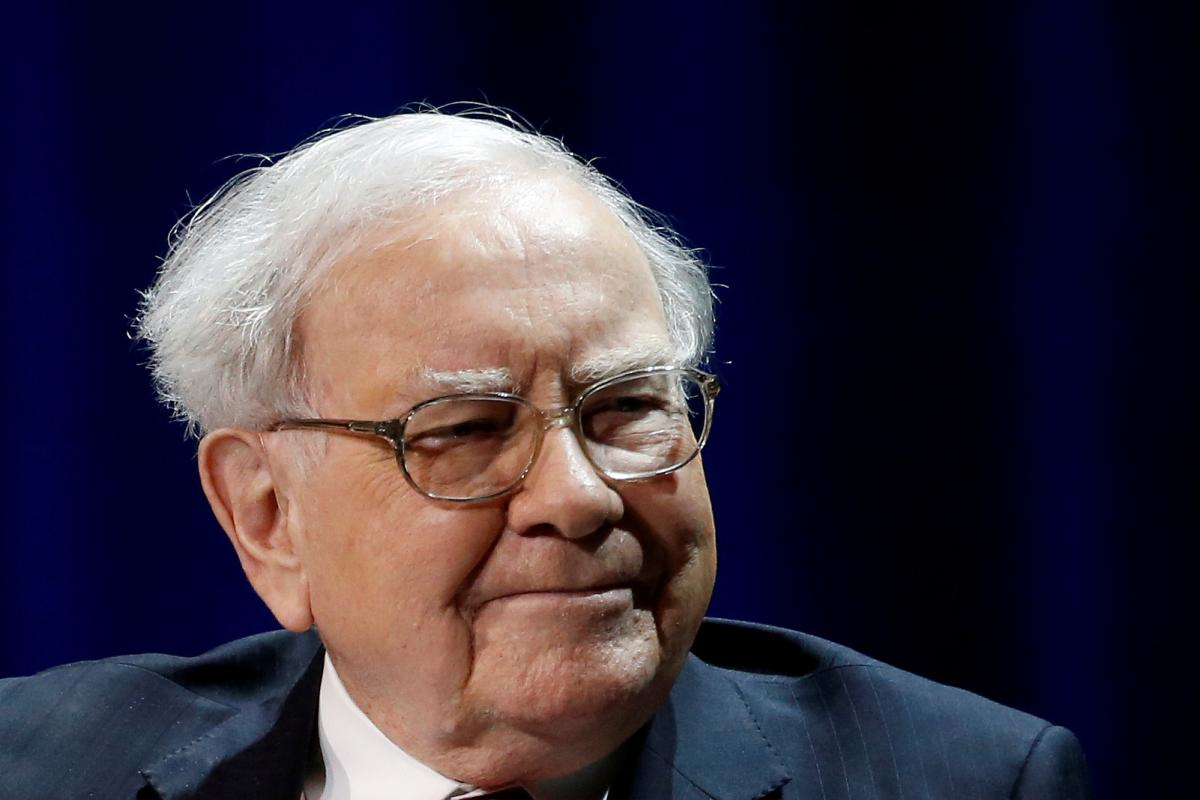 an introduction to warren buffet of berkshire hathaway and his investment strategy Warren buffett on his investment strategies in mba speech warren buffett on investment strategy berkshire hathaway annual meeting with warren.