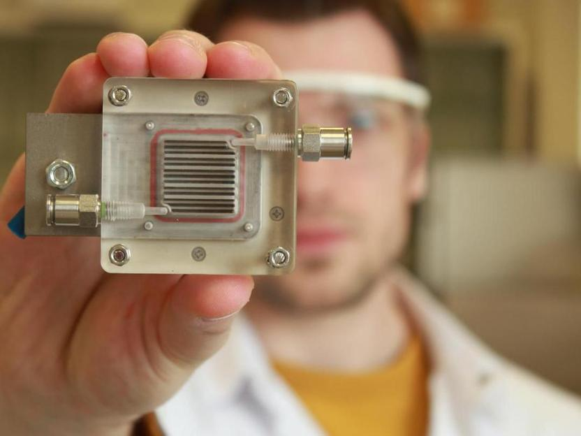 New Device Cleans Air, Produces Energy, Runs On Light