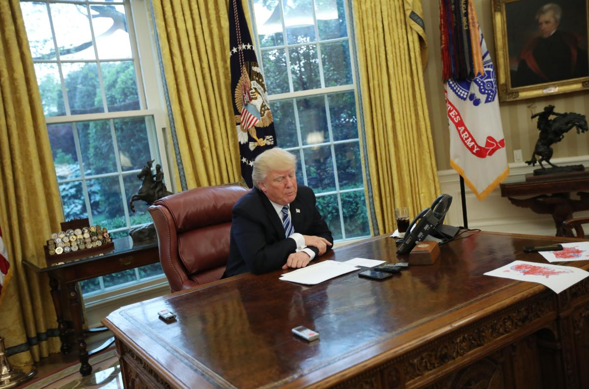 white house furnishing cost trump spent 133k of tax payer money for decor report says. Black Bedroom Furniture Sets. Home Design Ideas