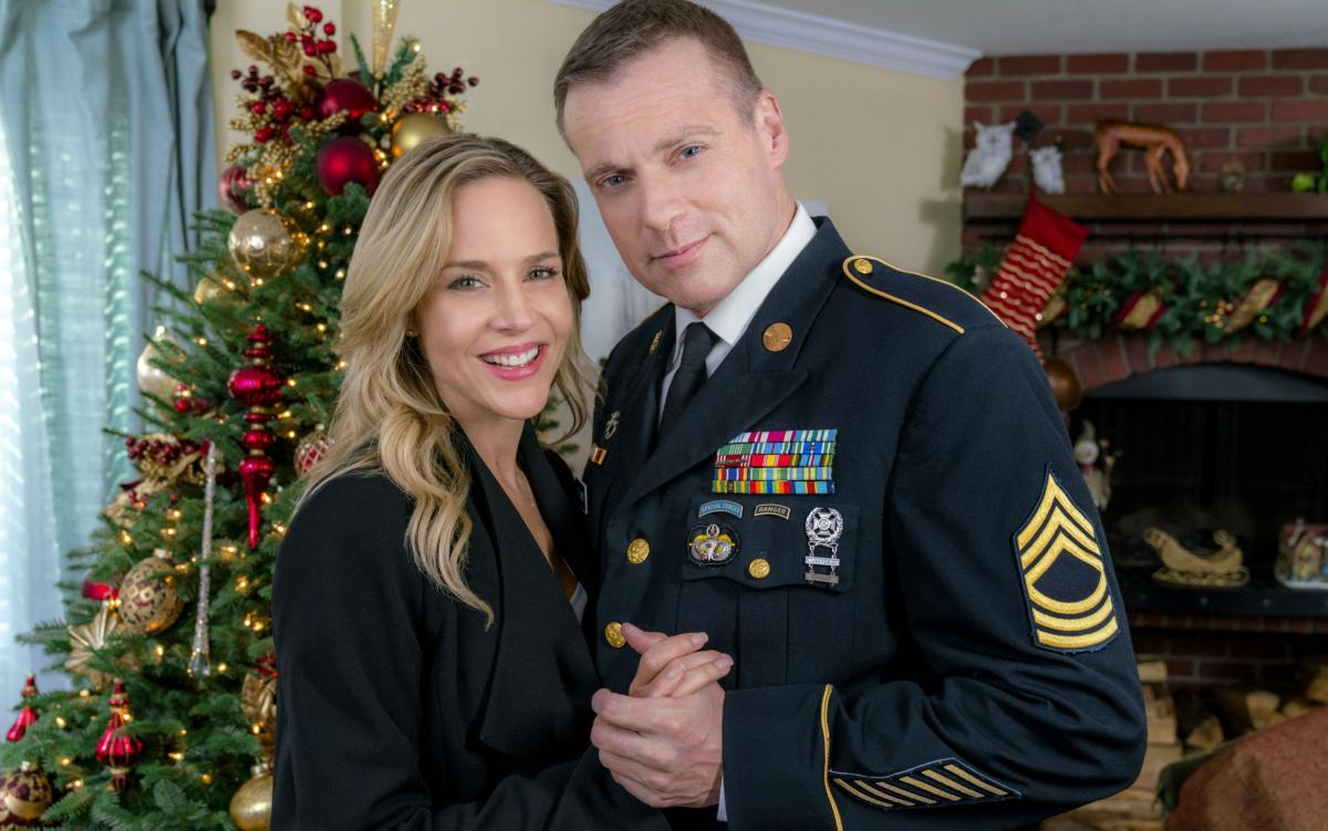 hallmark movies and mysteries christmas homecoming premiere meet the cast watch trailer