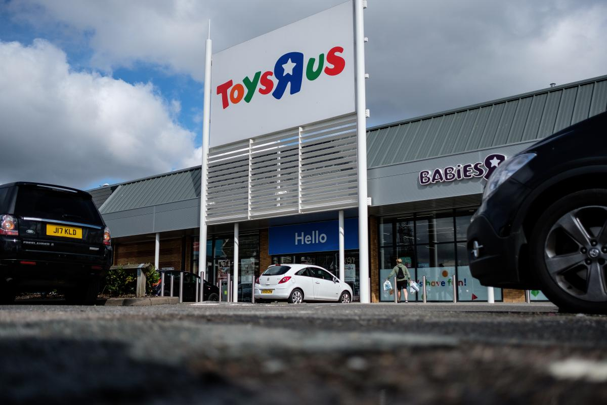 Toys R Us Wants To Give $16M In Bonuses To Employees Amid Bankruptcy