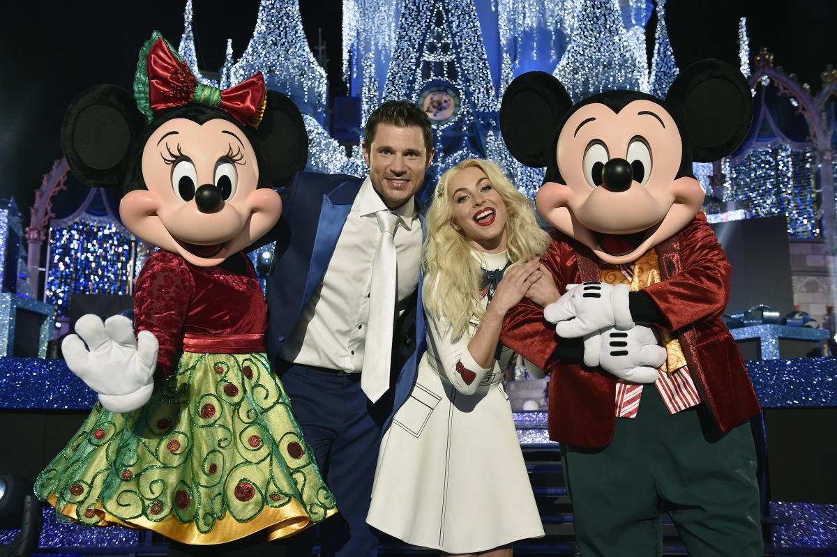 when and where to watch disneys 2017 magical holiday celebration special