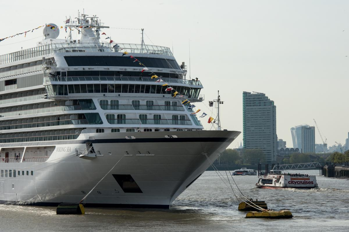 Cruise Ship Staff Wave Giant Hand That Says 'Bye' As Passengers Miss Boat [WATCH]