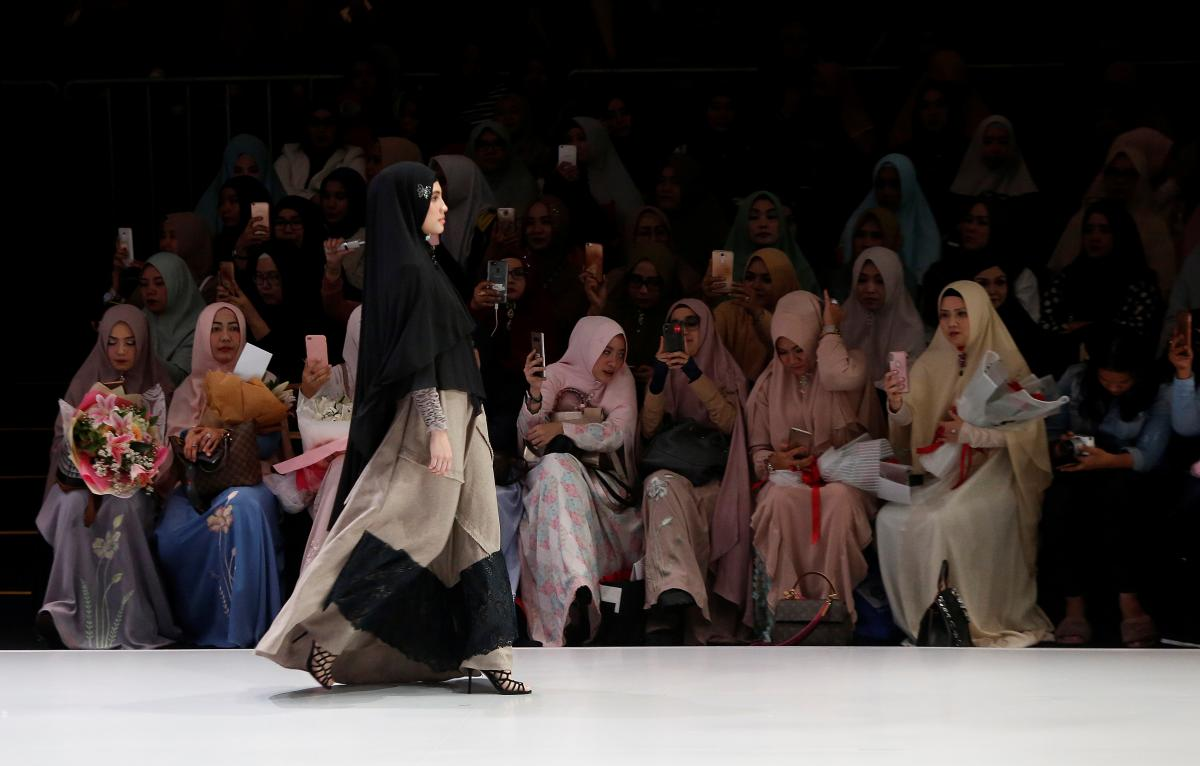 Fashion Show Without Any Models In Saudi Arabia Is Social Media Gold