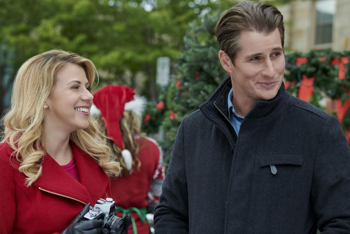 Christmas Bells Are Ringing Hallmark.Hallmark Christmas 2018 Movies Schedule All The New