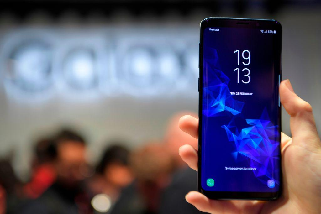 Charge Your Samsung Galaxy S10+ In 13 Minutes With This Device