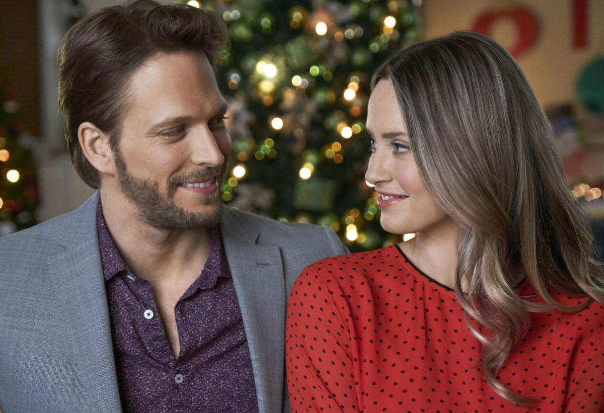 'Picture A Perfect Christmas' Hallmark Movie Premiere ...