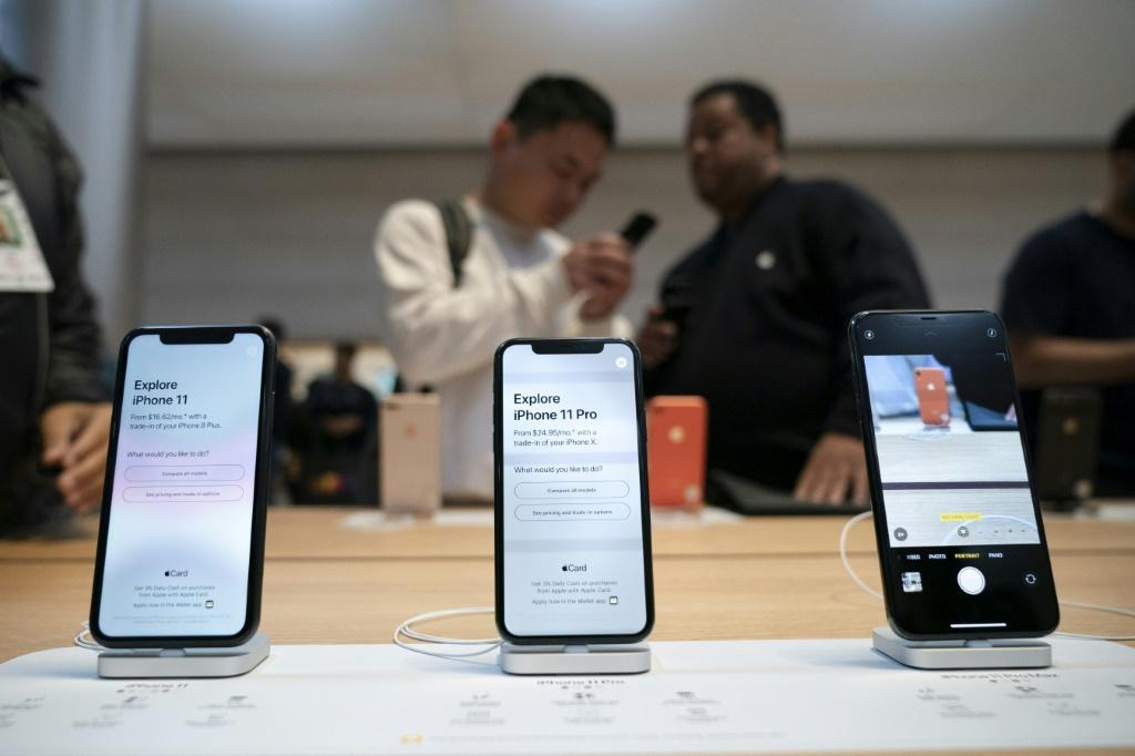 Apple Loosens Restrictions; Might Allow Rival Apps on Its Devices