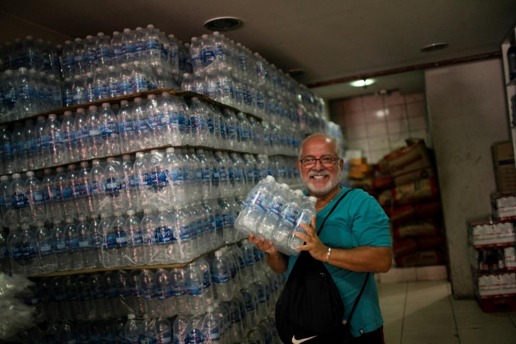 Alarm Over Rio's Drinking Water Causes Run On Supermarket Stocks