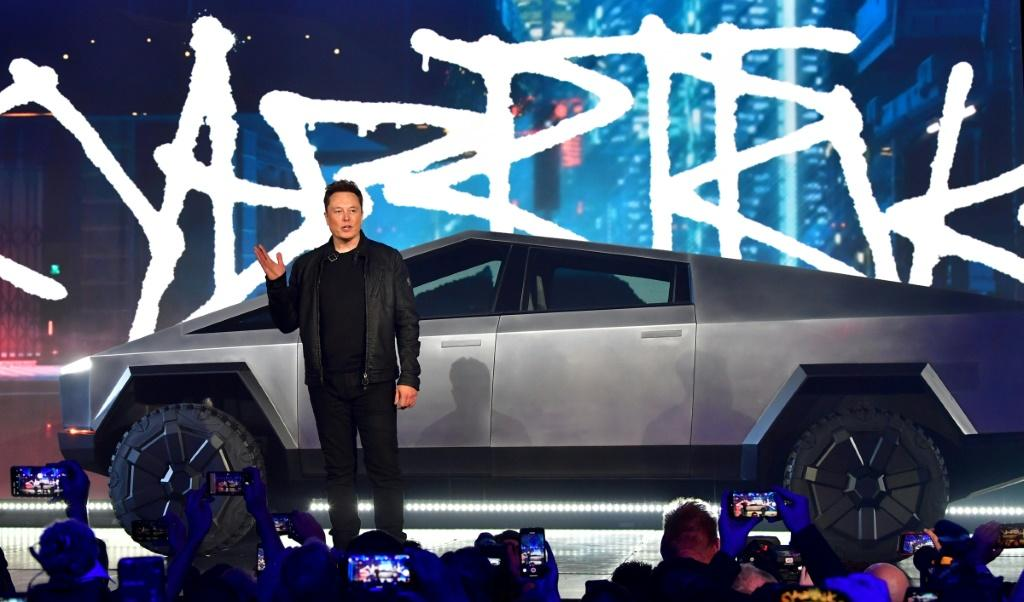 Tesla Cybertruck Will Come With Laser Blade Lights...