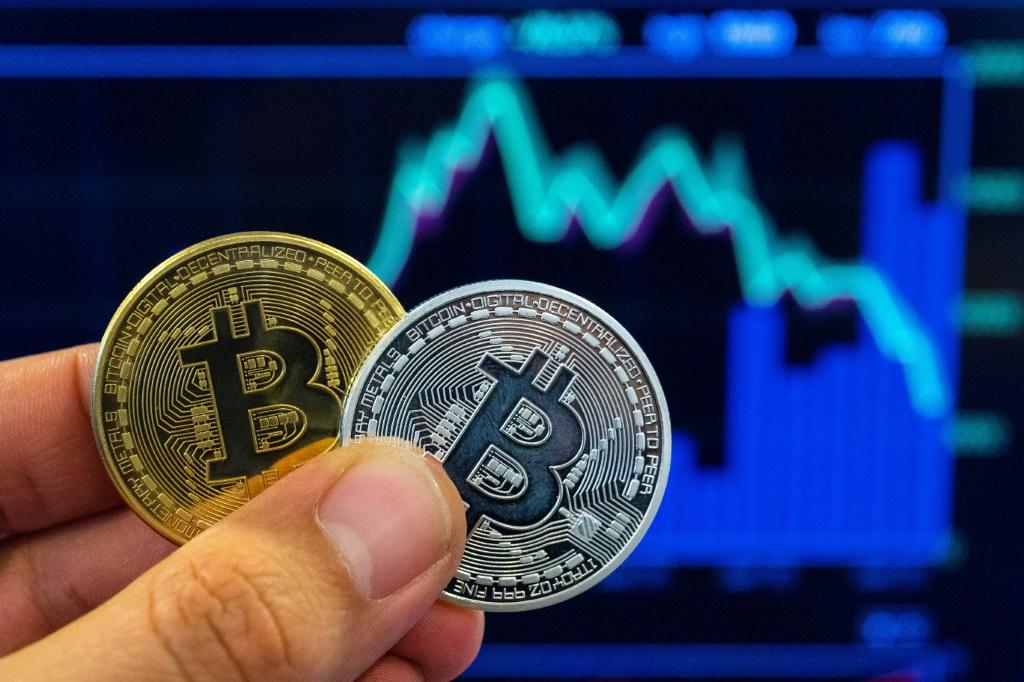 Bitcoin Price Has Peaked For Now, $20,000 Plunge Possible: Guggenheim CIO