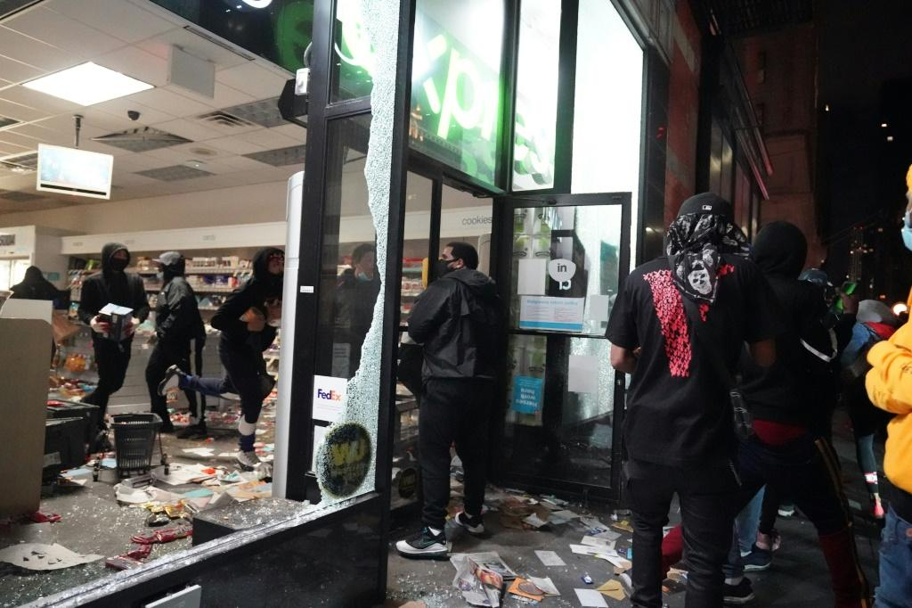 looters-hit-stores-in-new-york-where-the
