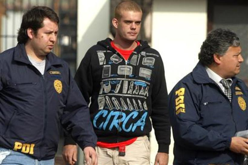 Chilean police walk with Joran Van der Sloot near Santiago