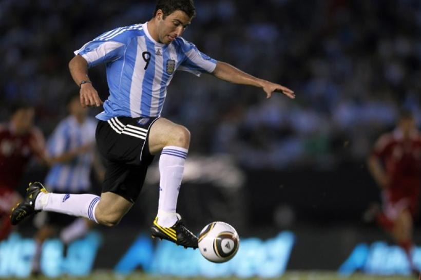 Argentina's Gonzalo Higuain controls the ball during their friendly match against Canada in Buenos Aires